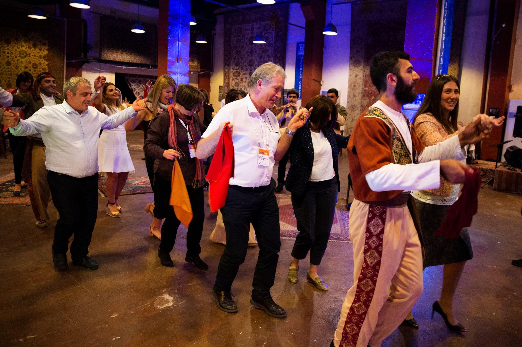 Уроки танцю від учасників народного ансамблю